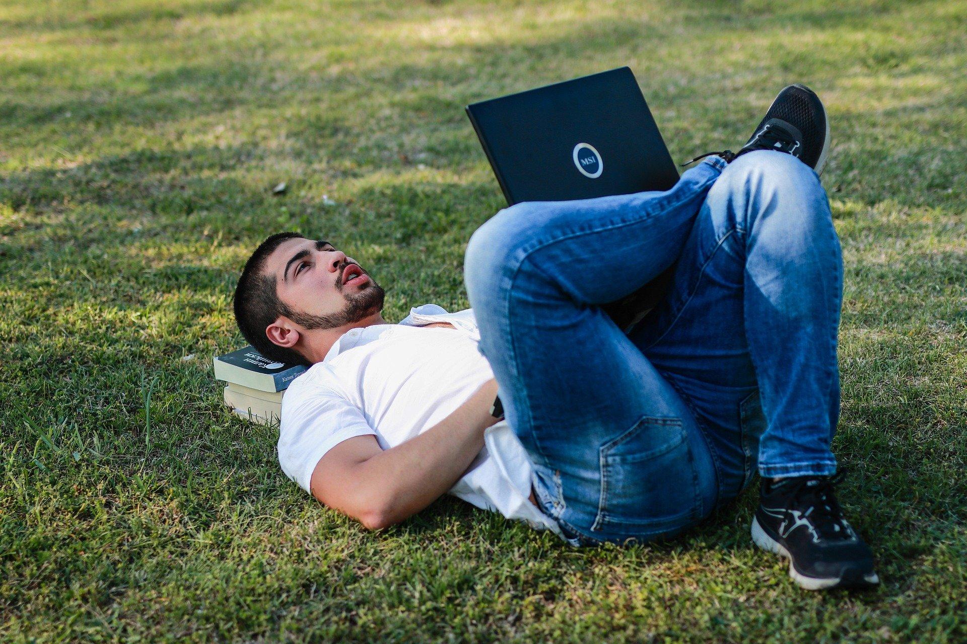 ležící muž